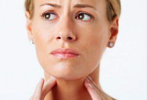 Боль в горле - признак фарингита.