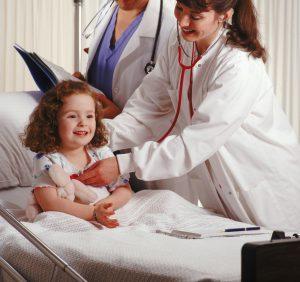 При второй и третей степени тяжести ларингита необходима госпитализация ребенка.