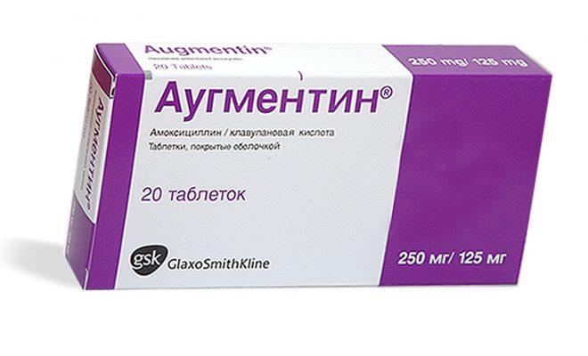 При лечении ангины врач назначает антибиотики.