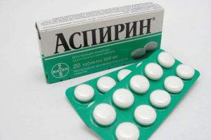 Для лечения взрослым могут назначить аспирин.