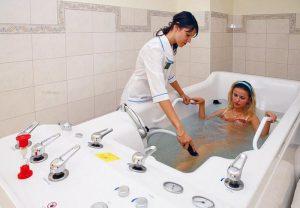 Бальнеотерапия - минеральные воды внутреннего и наружного применения.