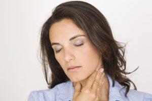 Боль при глотании - один из признаков хондроперихондрита.