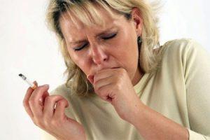 """Курильщики """"со стажем"""" часто страдают бронхитом."""