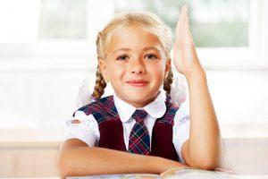 Детям от 7 лет можно полоскать горло хлоргексидином.