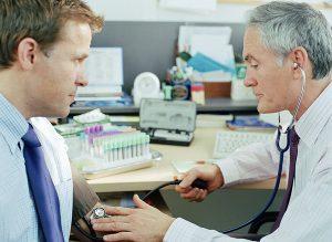 При воспалении надгортанника обычно проводят госпитализацию.