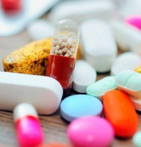 При лечении заболевания назначают кортикостероиды.