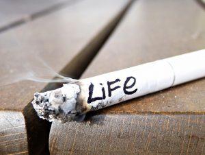 Подавляющее большинство заболевших раком гортани являются курильщиками.