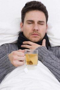 Обильное, теплое питье рекомендовано при заболевании носоглотки.