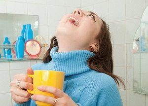 Полоскание содовым раствором - один из проверенных способов лечения горла.