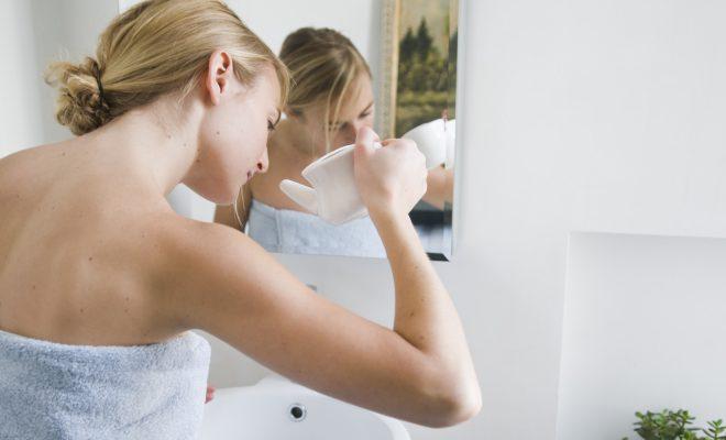 Для промывания носа используют разные настои.
