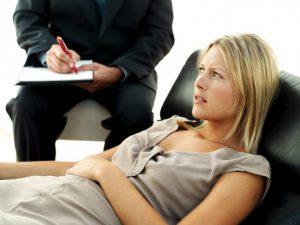 Психоневрологические отклонения могут вызвать спазмы в гортани и горле.