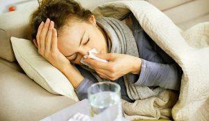 Острая форма сопровождается головной болью, затрудненным дыханием и т.д.