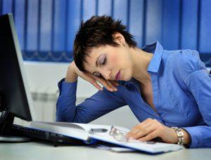 Снижается работоспособность из-за постоянной слабости.