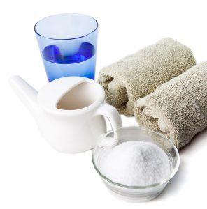 Солевой раствор используют для промывания носа.