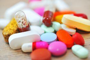 При лечении ангины у детей назначают антибиотики.