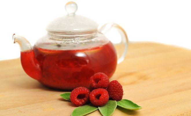 Чай из малины способствует скорому выведению инфекции из организма.