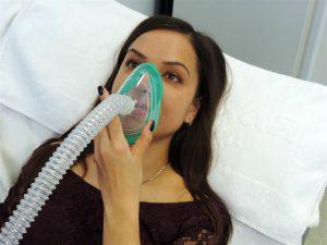 Врач может назначить ингаляции при лечении кисты на миндалине.