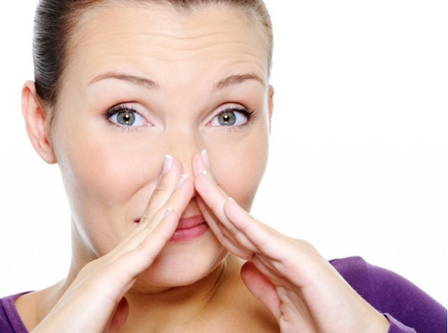 из-за чего неприятный запах изо рта