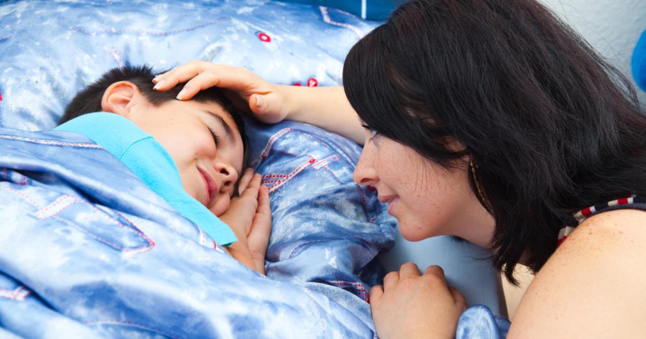 Я сама до 17 лет в  чтобы помочь малышу уснуть быстрее и проспать дольше очень важно, чтобы вы укладывали его в максимальном затемнении максимально приближенном к ночному.